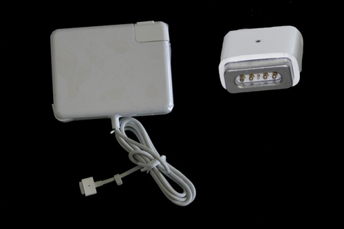 "<img src=""/Images/Recycler.gif"" height=""15"" border=""0"" width=""15""><font color=""#008000""><b>Apple AC Adapter A1172 (18.5 V, 4.6 Amp, 85 Watt , Magsafe Tip)"
